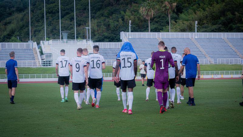Vācijas olimpiskā futbola izlase rasisma dēļ pamet laukumu un nepabeidz pārbaudes spēli