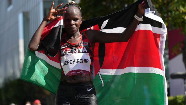 Kenijas skrējēja Jepčirčira izcīna olimpisko zeltu maratonā
