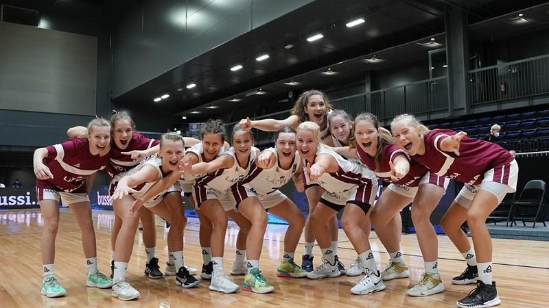 Sīpoliņai 22 punkti, Latvijas U16 izlase dramatiskā galotnē zaudē Francijai