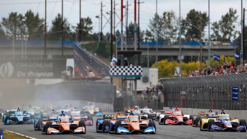 """Video: """"IndyCar"""" sacīkšu sākums izvēršas haotisks, cieš arī Grožāns"""