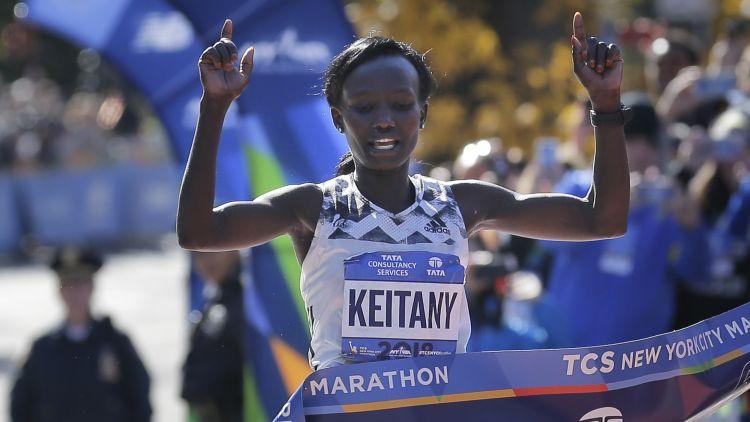 Pasaules rekordiste maratonā Keitani noslēdz sportistes karjeru