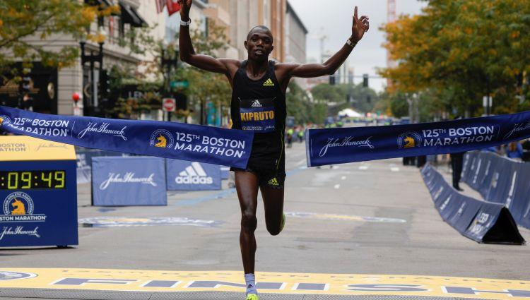 Bostonas maratonā uzvar Kenijas skrējēji Kipruto un Kipjogei